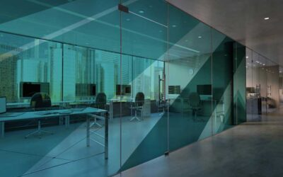 Oficinas con exceso de luz para trabajar